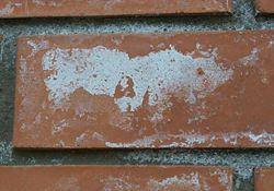 Как убрать высолы на кирпичном доме, защита кирпича от высола.