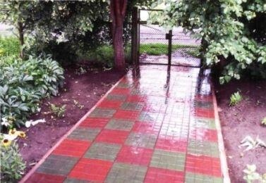 Полимерпесчаная тротуарная плитка — лучший вариант для дачи