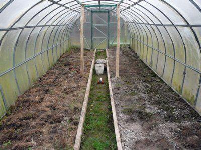 Биотопливо и земля для парника из оконных рам