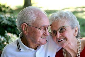 Уход за пожилыми людьми – пособие по уходу за престарелыми, пенсионерами и нетрудоспособными.